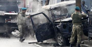 Afganistan'da valiye bombalı saldırı: 8 koruması öldü