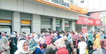 Seçim yolunda vatandaşı rahatlatacak paketler açıklayan hükümete kamu bankası desteği