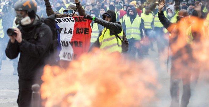 Fransa'da izinsiz gösteriler ve şiddet olaylarına ceza geliyor