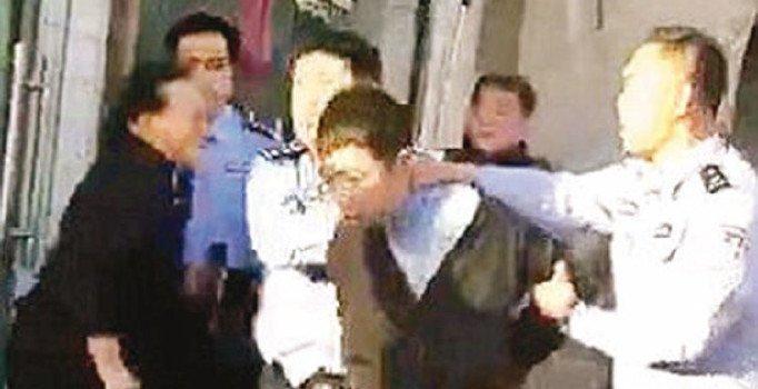 Çin'de ilkokul öğrencilerine bıçaklı saldırı