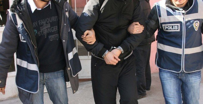 Suriyelilere sahte kimlik düzenleyen 7 kişiye gözaltı