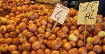 Pazarda soğan satışları azaldı