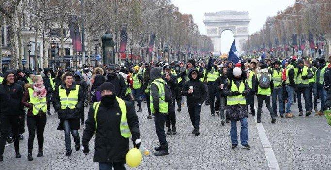 Fransa'da 'Sarı Yelekliler'in gösterisi yasaklandı