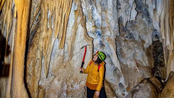 Hakkari'de dağcıların keşfettiği 'damla taş' mağarası