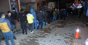 TTK'ya alınacak bin işçi için geceden kuyruğa girdiler