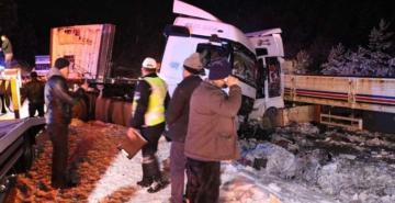 Zincirleme kaza: 20'ye yakın araç birbirine girdi, çok sayıda yaralı var