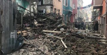 Balat'ta 4 katlı bina çöktü