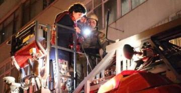 Beyoğlu'nda yangın: 6'sı çocuk 11 kişi kurtarıldı