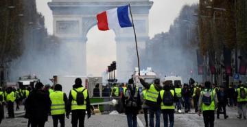 Fransa'daki 'Sarı Yelekliler' eylemlerinde 8 bin 400 gösterici gözaltına alındı